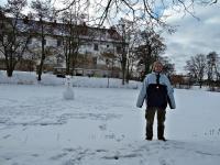 Adrianek wypatrzył balwanka;-))