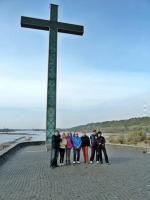 Nad Wisłą znajduje się również duży, z daleka widoczny krzyż