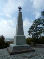 Na wzgórzu Szpetal znaduje się Pomnik Poległych Obrońców Wisły z 1920 r.