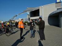 Zbiórka cyklistów przy Hali Mistrzów