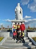W Parku Kazimierza Wielkiego znajduje się Jego monumentalny pomnik wykonany z granitu